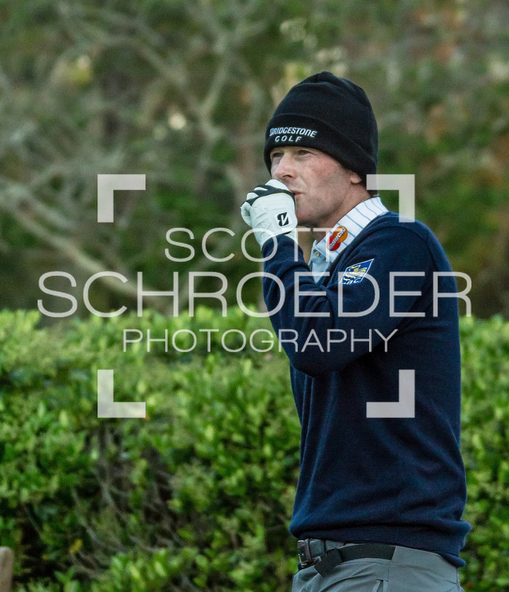 Brandt Snedeker tries to keep his hands warm Wednesday morning