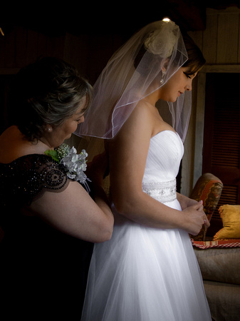 Bride and mother before the wedding ceremony